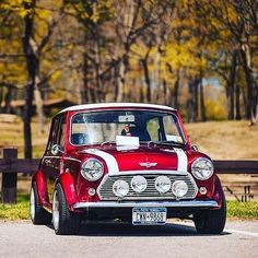 Well, this is awesome! Classic Mini, Mini Cooper Classic, Classic Cars British, Retro Cars, Vintage Cars, Mini Cooper Custom, Minis, Mini Morris, Super Pictures