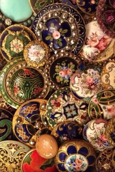 BASIA ZARZYCKA BUTTON COLLECTION  /// Floral Buttons.  Beautiful Collection.  ddg #antiquebuttons