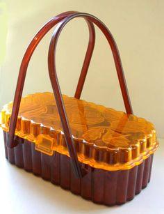 vintage fluted lucite purse by Theresa Bag Co. Vintage Purses, Vintage Bags, Vintage Handbags, Retro Vintage, Vintage Outfits, Vintage Accessories, Bag Accessories, Vintage Jewelry, Art Nouveau