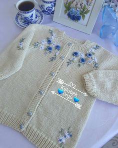 Butİk İşlemelİ Örgüler 🦋🦋🦋 On Instagr - Diy Crafts Crochet Baby Poncho, Knitted Poncho, Knit Crochet, Kids Frocks, Heirloom Sewing, Baby Cardigan, Baby Sweaters, Baby Knitting Patterns, Clothes