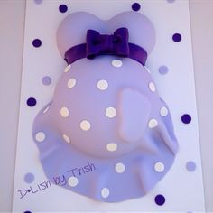 I have to make a baby bump cake like this for this weekend...