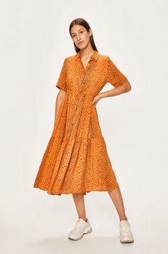 Sukienka z kolekcji Answear. Rozkloszowany model wykonany z wzorzystej tkaniny. Vintage, Style, Fashion, Swag, Moda, Fashion Styles, Vintage Comics, Fashion Illustrations, Outfits
