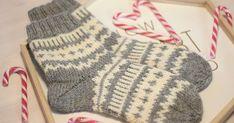 Lokakuisen blogiarvontani  voittajalle neulomani Hilma- sukat lämmittävät jo arvonnan voittajan jalkoja, mutta kuvat sukista on unohtunut p... Knitting Stitches, Knitting Socks, Hand Knitting, Knit Socks, Fingerless Gloves, Arm Warmers, Mittens, Diy And Crafts, Knit Crochet