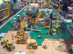 Lego construction site Legos, Lego Village, Construction Lego, City Layout, Lego Kits, Lego Pictures, Lego Builder, Lego System, Lego Trains