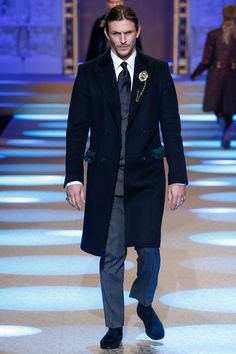 See the full Fall 2018 menswear collection from Dolce & Gabbana.