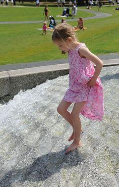 Princess Diana Memorial Fountain on AboutBritain.com  http://www.aboutbritain.com/PrincessDianaMemorialFountain.htm