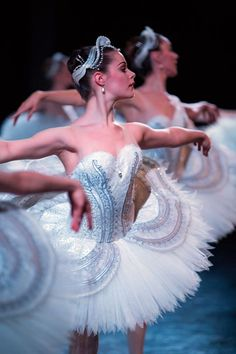 From the first yearning bars of Tchaikovsky's score, Swan Lake beckons you to another world. With its bewitched Swan Queen, doomed Prince, glittering villainess and drifts of white tutus, this is the ultimate night at the ballet. Tutu Ballet, Ballerina Dancing, Ballet Dancers, Dancing Shoes, Ballet Costumes, Dance Costumes, Foto Picture, Swan Lake Ballet, La Bayadere