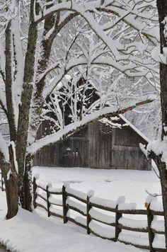*Winter, love old barns Winter Szenen, Winter Love, Winter Magic, Winter Christmas, Winter White, Winter Season, Magical Christmas, Christmas Images, Country Christmas