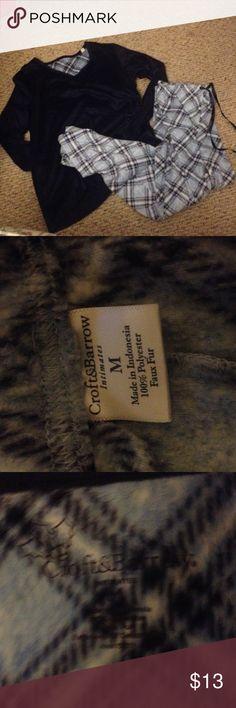 🆕listing! Croft & Barrow Like new condition! pj set! faux fur, 100% polyester gorgeous and ultra soft! Draw string comfy flowy pants. Long sleeve navy top. croft & barrow Intimates & Sleepwear Pajamas