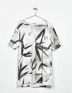 T-shirt estampada desenhos. Descubra esta e muitas outras roupas na Bershka  com novos cf8e4f3e145