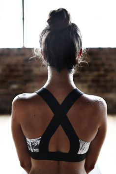 Fitness Gyms Outfits : Hot Yoga Sweat Tips Moda Fitness, Sport Fitness, Fitness Men, Fitness Watch, Fitness Style, Athletic Outfits, Athletic Wear, Sport Outfits, Athletic Shoes