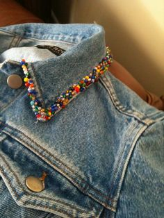 jacket Collar - Beaded jean jacket Collar Source by jean jacket Collar - Beaded jean jacket Collar Source by Mini irridescent/multi-colored tassels embellished BoHo Diy Clothing, Custom Clothes, Jean Diy, Jean Jacket Outfits, Jacket Jeans, Petite Outfits, Boho Outfits, Denim Fashion, Bold Fashion