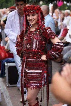 A ya divka faina,Ukraine, from Iryna with love: Folk Fashion, Ethnic Fashion, 3d Foto, Ethno Style, Ukraine Girls, Beauty Around The World, Russian Beauty, Folk Costume, Traditional Dresses