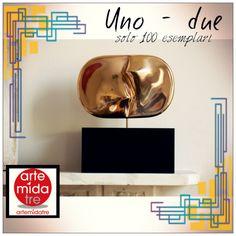 """""""Uno-Due"""" Scultura In Bronzo Rifinita A Mano Su Base In Legno Limited Edition - Solo 100 esemplari firmati e numerati!  Per distinguersi ➜ http://www.artemidatre.com/  #Arte #Scultura #Ornamento #Oggetto #Idea #Lusso #Art #ArtisticSkill #InstaArt #CasaModerna #Arredamento #Design #DesignModerno #Gallery #ArtGallery #Colore #UnoMenoDue #LimitedEdition #Prestigio #Bronzo #Legno"""