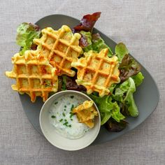 Vegetarian waffles with zucchini and feta - Julie Gri& recipes - Who said waffles are only eaten sweet? For my part, I love savory waffles and I can& wait to - Healthy Brunch, Healthy Meal Prep, Brunch Food, Healthy Drinks, Savory Waffles, Zucchini, Batch Cooking, Health Snacks, Meat Recipes