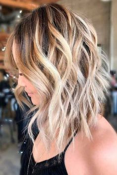 Sexy Shoulder Length Haircuts for Summer 2018 ★ See more: http://glaminati.com/sexy-shoulder-length-haircuts/