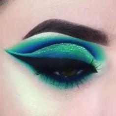 Crazy Eye Makeup, Rainbow Eye Makeup, Bright Eye Makeup, Creative Eye Makeup, Eye Makeup Steps, Makeup Eye Looks, Colorful Eye Makeup, Eye Makeup Art, Blue Eye Makeup