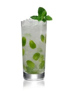 Belvedere Spring Lemonade Belvedere Vodka Handful fresh mint Fever Tree Lemonade Place Vodka and mint into a highball, press down and top with cubed ice. Top with Fever Tree Lemonade Belvedere Vodka, Sparkling Lemonade, Premium Vodka, Vodka Recipes, Party Food And Drinks, Vodka Cocktails, Fresh Mint, Spring, Kentucky Derby