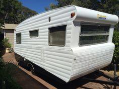 Viscount Valiant Alumvan from Australia Vintage Rv, Vintage Caravans, Vintage Campers, Caravan Bar, Caravan Ideas, Viscount Caravan, Van Dwelling, Old Campers, Boat Safety