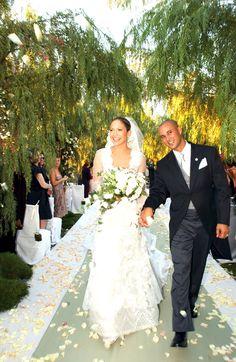 jennifer lopez's wedding dress. Love love love the top half of this dress.