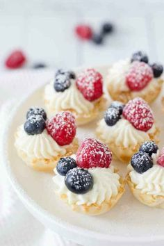 No Bake Cheesecake Bites - These Easy Party Desserts Are ! no bake cheesecake bites - diese easy party desserts sind ! no bake cheesecake bites - ces desserts de fête faciles sont Mini Desserts, Easy To Make Desserts, Bite Size Desserts, Desserts For A Crowd, No Bake Desserts, Delicious Desserts, Health Desserts, Elegant Desserts, Finger Food Desserts