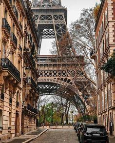De Eiffeltoren gezien vanaf de rue de l ' Université - Parijs 7 e