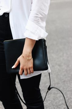 MINIMAL + CLASSIC: Elisa from the Fashion- and Lifestyleblog www.schwarzersamt.com is wearing a mass customized flare jeans from SELFNATION, a white blouse from WEEKDAY, GOERTZ mules and a celine trio lookalike bag from C&A.  It's a minimal and clean look for the Berlin Fashion Week SS 17 in black and white