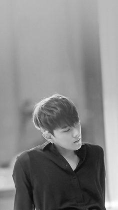 crazy black and white iKON~donghyuk❤