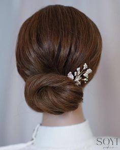 Hair turorial: A simple clean ans textured updo #bridalhair #wedding #hair #updo #bridalupdos Bridal Updo, Wedding Updo, Bridal Makeup, Indian Bridal Hairstyles, Up Hairstyles, Wedding Hairstyles, Hair And Makeup Artist, Hair Makeup, Hair Up Styles