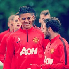 """@JuanMataGarcia helped @MarcosRojo settle in at #mufc: """"Juan has always helped me since the day I arrived. He really welcomed me here and he is always there to help me where he can and give me advice on everything he can. He has helped me to settle in much more quickly. Juan is a great guy."""" #RojoMUFC"""