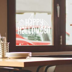 Kun je niet wachten tot het je je kan verkleden en feesten? Teken deze leuke 'Happy halloween' #raamtekening vanaf oktober op je raam om er lekker lang van te genieten!