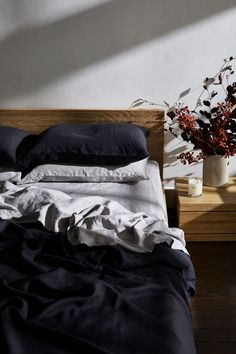Bed linen Hamptons - - - Bed linen Zara Home - Bed linen Ideas Green Dark Bedding, Linen Bedding, Bed Linens, Linen Pillows, Zara Home, Master Suite, Charcoal Bedroom, Black Bed Linen, Black Bed Sheets