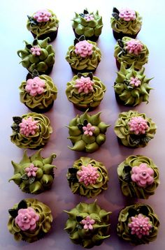 Yikes!  I didn't know such a green was possible.  Just look at the way she does the icing and the flower layers