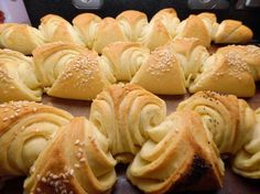 thumbnail image 2 Tasty, Yummy Food, Bread And Pastries, Party Snacks, I Love Food, Bagel, Sushi, Cake Recipes, Pastries