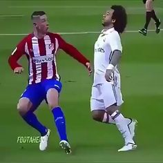 [GIF] Reception of the ball from Marcelo - looks impressive Best Football Skills, Football Tricks, Football Workouts, Best Football Players, Football Memes, Soccer Players, Funny Soccer Memes, Soccer Gifs, Soccer Videos