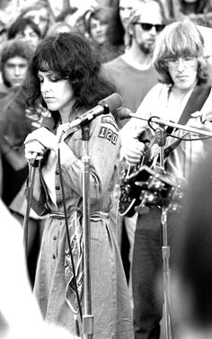 Grace Slick and Paul Kantner I flipped out first time I heard Jefferson Airplane - and still LOVE them. I am a fan of Grace Slick's art as well! Grace Slick, 60s Music, Music Icon, Hippie Music, Jefferson Airplane, Artist Branding, Psychedelic Rock, Janis Joplin, Rock Legends