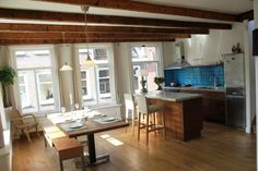 Amsterdam, Netherlands Vacation Rental, 2 bed, 1 bath, kitchen with WIFI in Jordaan. Thousands of photos and unbiased customer reviews, Enjoy a great Amsterdam apartment rental perfect for your next holiday. Book online!
