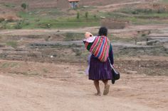 En Bolivia, Defensoría critica la baja cantidad de adopciones. Solamente 41 procesos de adopción se realizaron en 2013 según el Servicio Departamental de Gestión Social (SEDEGES) Chuquisaca, frente a cientos de niños que aún se encuentran en estado de orfandad en todo el Departamento, mientras la Defensoría del Pueblo critica la morosidad y burocracia del proceso.