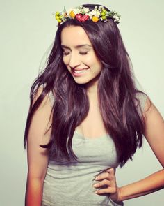 Shraddha Kapoor is an Indian Bollywood Actress and singer. She was born on 3 March She is a daughter of bollywood super Villain . Shraddha Kapoor Hot Images, Shraddha Kapoor Cute, Shraddha Kapoor Instagram, Beautiful Bollywood Actress, Beautiful Actresses, Prettiest Actresses, Indian Celebrities, Bollywood Celebrities, Sraddha Kapoor