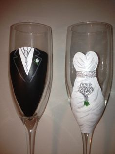 Wedding Toasting Glasses, Bride and Groom, Hand Painted, Customized, Dress and Tuxedo, Wedding Glasses