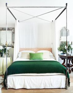 Rose Uniacke canopy bed with green blanket Bedroom Ideas Bedroom Green, Home Bedroom, Modern Bedroom, Bedroom Furniture, Bedroom Decor, Green Bedding, Master Bedrooms, Green Bedrooms, Bedroom Ideas