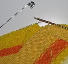 Skapa och Inreda: Tre små stickade koftor Baby Knitting Patterns, Clothes Hanger, Barn, Blanket, Crochet, Coat Hanger, Hangers, Converted Barn, Hangers For Clothes