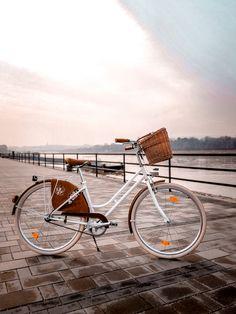 Vintage kerékpár hétköznapi használatra.Munkába járás?Bevásárlás?Városi cirkálás?Vagy csak kényelmesen végigtekernél a Duna parton?Nem akadály.A könnyen tekerhető egysebességes vintagebringával bármerre tekereghetsz.:) Bicycle, Classic, Vintage, Derby, Bike, Bicycle Kick, Bicycles, Classic Books, Vintage Comics