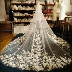 Cheap cathedral wedding veil, Buy Quality wedding veil directly from China bridal veil Suppliers: 3 Meters Ivory/White Bridal Veils Lace Edge Flowers Tulle Cathedral Wedding Veils Long Veu de Noiva 2017 Wedding Accessories Bride Veil, Wedding Bride, Wedding Gowns, Dream Wedding, 2017 Wedding, Tulle Wedding, Trendy Wedding, Wedding Ceremony, Ivory Wedding