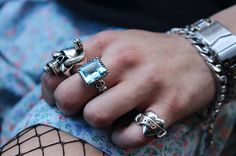Blue Topaz perfectly cut to fit our Square Gem setting adorned by skulls either side. Have a closer look on our website link in bio. #thegreatfrogldn