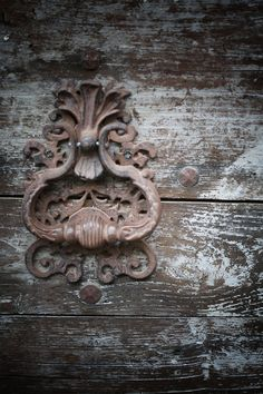 Add metal accents to old wood and I create a fantastic peace. Door knocker