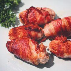 2 personen Per portie: 0,2 gram koolhydraten 13,6 gram vet Och och wat ben ik toch een fan van kipnuggets! Heel soms sta ik het toe. Maar op dit moment ben ik heel erg streng als het om keto-koolhy…