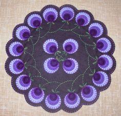 penny rug patterns free - Home Decor Penny Rug Patterns, Wool Applique Patterns, Felt Patterns, Felt Applique, Print Patterns, Felted Wool Crafts, Felt Crafts, Stick Crafts, Jar Crafts