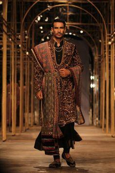 Tarun tahiliani aamby valley india bridal fashion week — the purple Look Festival, La Bayadere, Indian Groom Wear, Wedding Dress Men, Wedding Men, Tarun Tahiliani, Indian Men Fashion, Womens Fashion, Indian Couture