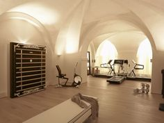 State-of-the-art home gym in amazing space!, State-of-the-art home gym in amazing space! Modernes Heim-Fitnessstudio in beeindruckendem Raum! Modernes Heim-Fitnessstudio in beeindruckendem Raum! Gym Interior, Luxury Interior, Interior Design, Interior Modern, Modern Interiors, Luxury Gym, Modern Luxury, Design Exterior, Home Gym Design